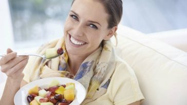 woman-eating-fruit-salad1